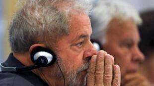 Luiz Inácio Lula da Silva teria autorizado a amigos procurarem Fernando Henrique Cardoso para marcar um encontro.