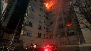 O fogo começou no segundo andar e se propagou com extrema rapidez.