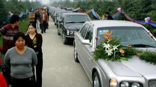 Cảnh đám cưới của một gia đình giàu có bậc nhất ở Thiểm Tây. Chi phí ước tính khoảng 1 triệu yuan.Ảnh 21/10/2006