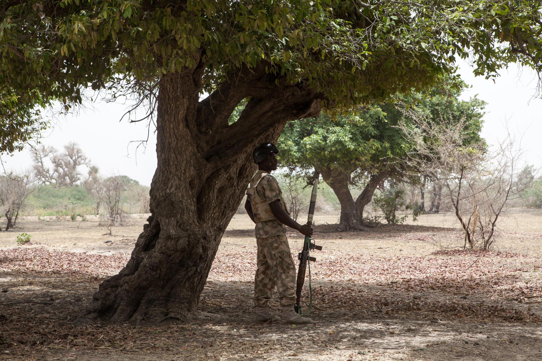 Un soldat nigérian monte la garde près de la rivière Yobe, dans le nord-est du Nigeria (image d'illustration)