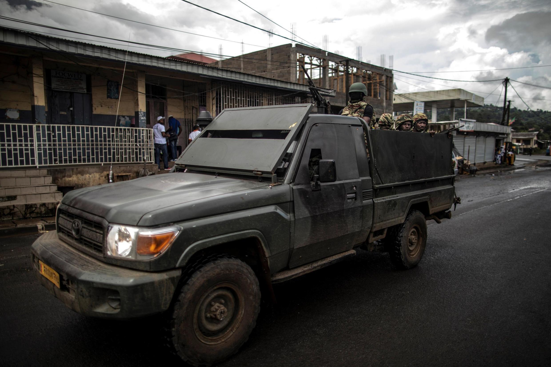 Patrouille de l'armée camerounaise au marché de Buea, au sud-ouest anglophone du Cameroun (photo d'illustration).