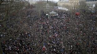2015年巴黎反恐大遊行的出發地共和國廣場人群