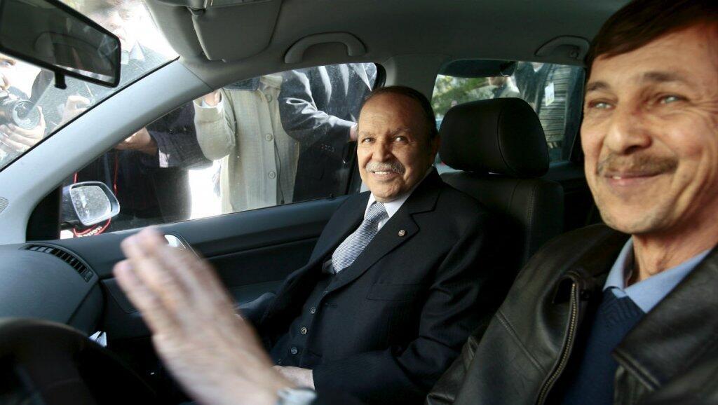 Saïd Bouteflika (kulia) na kaka yake, rais wa zamani Bouteflika, Algiers, Aprili 10, 2009.