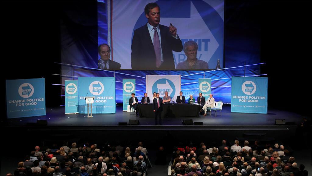 Nigel Farage, le leader du Brexit Party, lors d'un meeting le 7 mai 2019 à Peterborough, au nord de Cambridge.