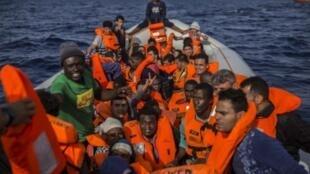 Migrantes resgatados pela ONG Open Arms em 2018
