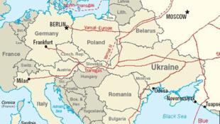 Carte des gazoducs russes vers l'Europe (en pointillé rouge).