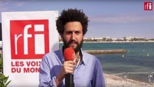 Le cinéaste Alaa Eddine Aljem lors d'un entretien avec Sophie Torlotin, à Cannes, le 15 mai 2019.
