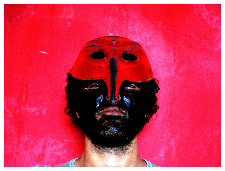 O artista Gustavo Speridião reivindica uma arte militante e panfletária.