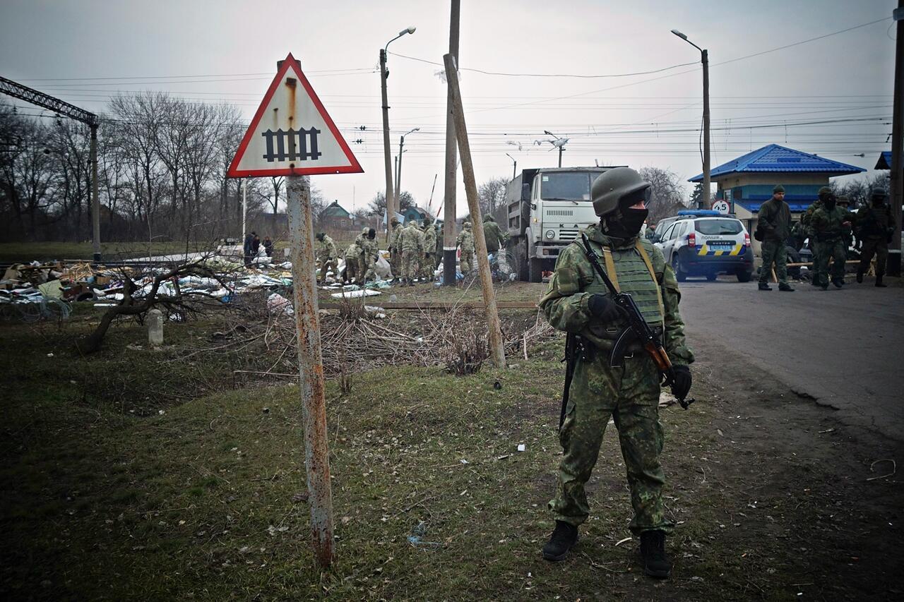 Ukrainian police dismantle the Krivoi Torets railroad blockade camp.