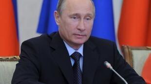 Estilo autoritário de Putin desagrada classe média emergente na Rússia.