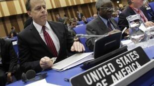 Les délégations des 35 Etats membres du conseil réunies au siège de l'AIEA à Vienne, le 18 novembre 2011.