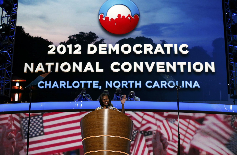 A primeira-dama, Michelle Obama, faz campanha para a reeleição de seu marido, Barack Obama,  durante a convenção do Partido Democrata na Carolina do Norte.