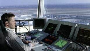 Greve de controladores aéreos, nesta quarta-feira (8), deve cancelar cerca de 40% dos voos previstos.