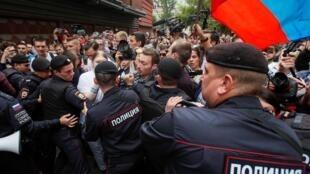 Au moins 39 personnes ont été arrêtées le 14 juillet à Moscou pour avoir soutenu des candidats indépendants aux élections à la Douma de la ville de Moscou.