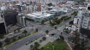 Vista aérea del centro financiero en Quito, Ecuador, el 17 de marzo de 2020