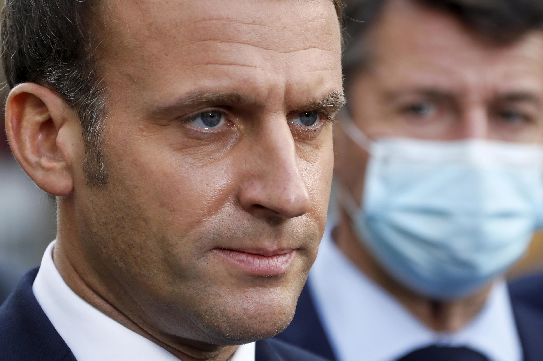 Tổng thống Pháp Emmanuel Macron trong một cuộc họp báo gần nhà thờ Đức Bà ở Nice, sau vụ tấn công bằng dao, khiến ba người chết, ngày 29/10/2020.