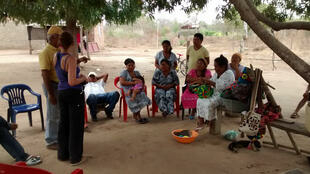 Un groupe d'Indiens Wayuu dans le désert de la Guajira.