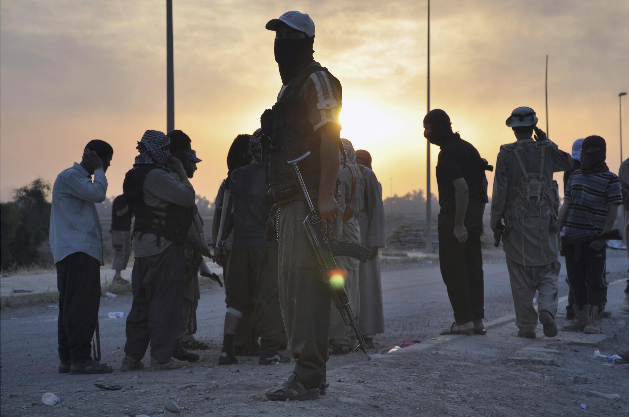 Des combattants de l'EIIL, devenu l'EI, à Mossoul en juin 2014.