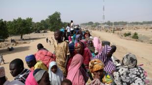 Wasu 'yan gudun hijira a yankin Muna Garage da ke birnin Maiduguri na jihar Borno a Najeriya.