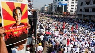 2021-02-22T050853Z_1469472262_RC2HXL928GJ0_RTRMADP_3_MYANMAR-POLITICS