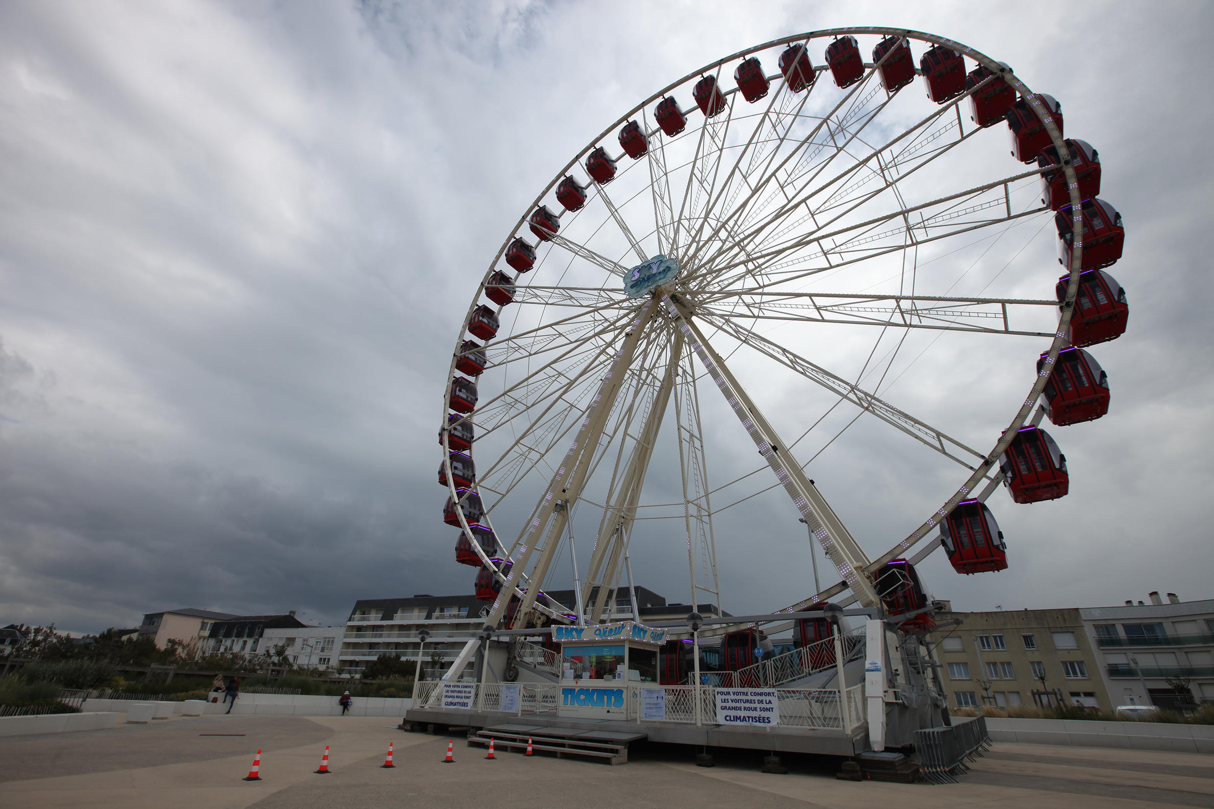 The big wheel of Berck-sur-Mer is turning again, but hardly any people are using it.