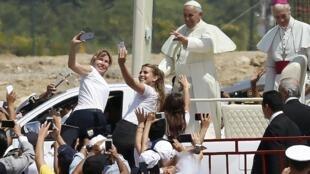 Le pape François a rejoint le parc Los Samanes en papamobile pour y célébrer une messe. Guayaquil, le 6 juillet 2015.