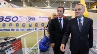 O primeiro-ministro da França, Jean-Marc Ayrault inaugurou a nova unidade da Airbus onde será fabricado o aparelho Airbus A350.