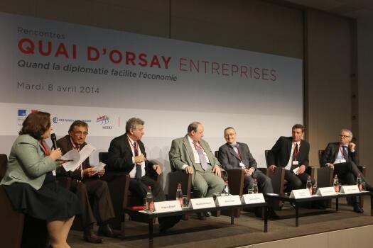 """4月8日在巴黎舉行的第二屆""""外交協助經濟發展""""討論會"""