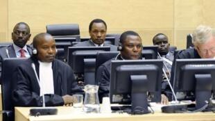 CPI. 7 avril. Au banc des accusés (second rang, de g. à dr.) William Ruto, Henry Kosgey et Joshua Arap Sang.