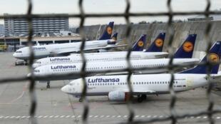 A greve de pilotos da companhia aérea alemã Lufthansa iniciada na quarta-feira (23) continua até sexta-feira (25), com o candelamento de centenas de voos..