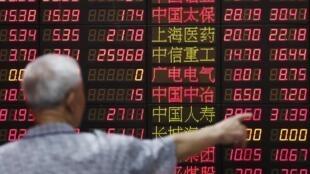 Los mercados asiáticos atraviesan una crisis que el gobierno chino no logra controlar. REUTERS/Aly Song