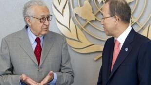 De g. à d. : Lakhdar Brahimi, représentant de l'ONU et de la Ligue arabe sur la Syrie, et Ban Ki-moon, secrétaire général des Nations unies, le 24 août 2012.