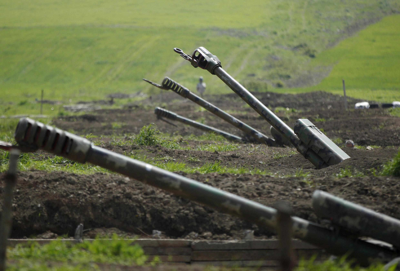 Армянская артиллерия на границу Нагорного Карабаха, 8 апреля 2016.
