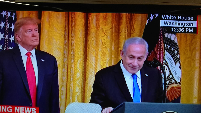 O Presidente dos Estados Unidos e o Primeiro-ministro de Israel, na Casa Branca, durante a  apresentação do plano de paz americano para o Médio-Oriente. 28 de Janeiro de 2020.