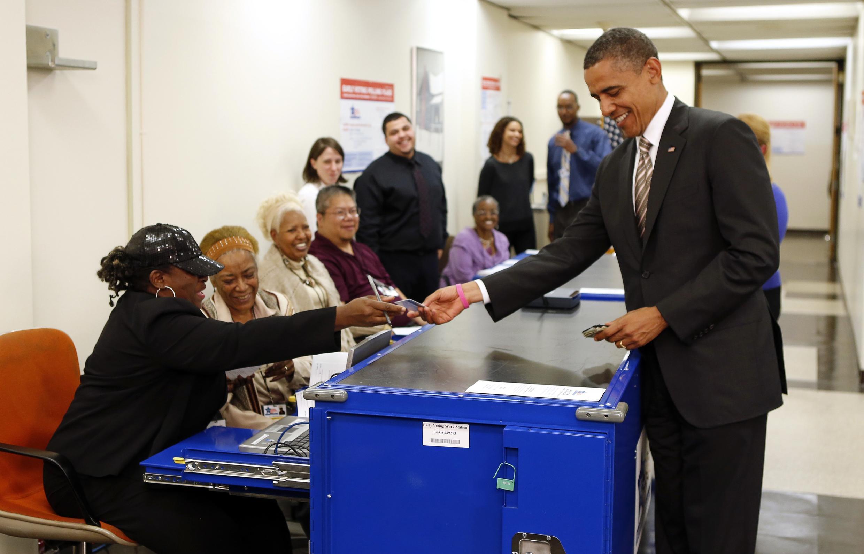 A Chicago, Barack Obama vote le 25 octobre et promeut la procédure du vote anticipé.