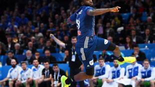 Luc Abalo, ailier droit de l'équipe de France de handball, en demi-finale contre la Slovénie, à Paris, le 26 janvier 2017.