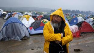 艾未未在希腊难民营