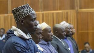 De g à d : Sady Abdou, Hemedi Denengo Sefu, Amani Uriwani, Richard Bachisa, Hassann Nduli et Pascal Kanyandekwe, les six accusés.