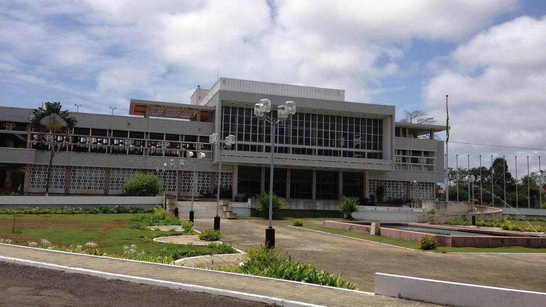 Assembleia nacional de S. Tomé e Príncipe analisa crime de deputado do MLSTP-PSD, no poder, que baleou um civil