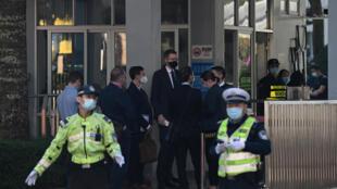 Ativistas pró-democracia de Hong Kong durante julgamento na segunda-feira (21), em Shenzhen, no sul da China.