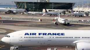Air France prévoit d'assurer 75% de ses vols mardi 3 avril, à l'occasion de la quatrième journée de grève pour les salaires à l'appel d'une large intersyndicale, a indiqué la compagnie aérienne, le 2 avril 2018.