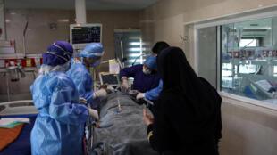 وزارت بهداشت ایران، روز پنجشنبه ٤ اردیبهشت، اعلام کرد که شمار مبتلایان به ویروس کرونا در کشور، به ٨٧ هزار و ٢٦ نفر رسیده و تا کنون ٥٤٨١ نفر در اثر ابتلا به این ویروس، جان خود را از دست داده اند.