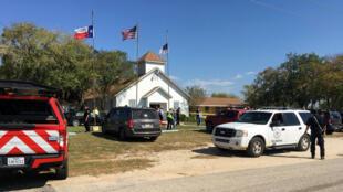 O tiroteio ocorreu numa Igreja baptista de Sutherland Springs, a 60 km de San Antonio, a Sudoeste do Estado do Texas, a 5 de Novembro de 2017.