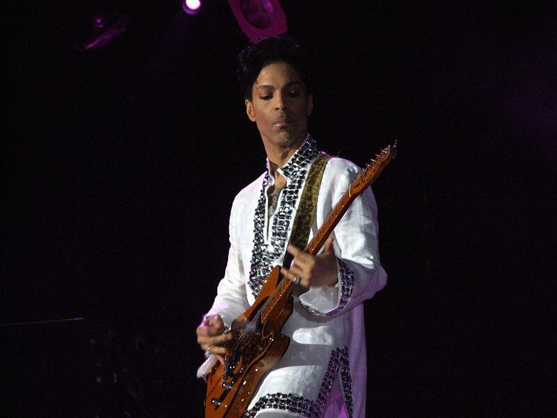 Prince performs in 2008