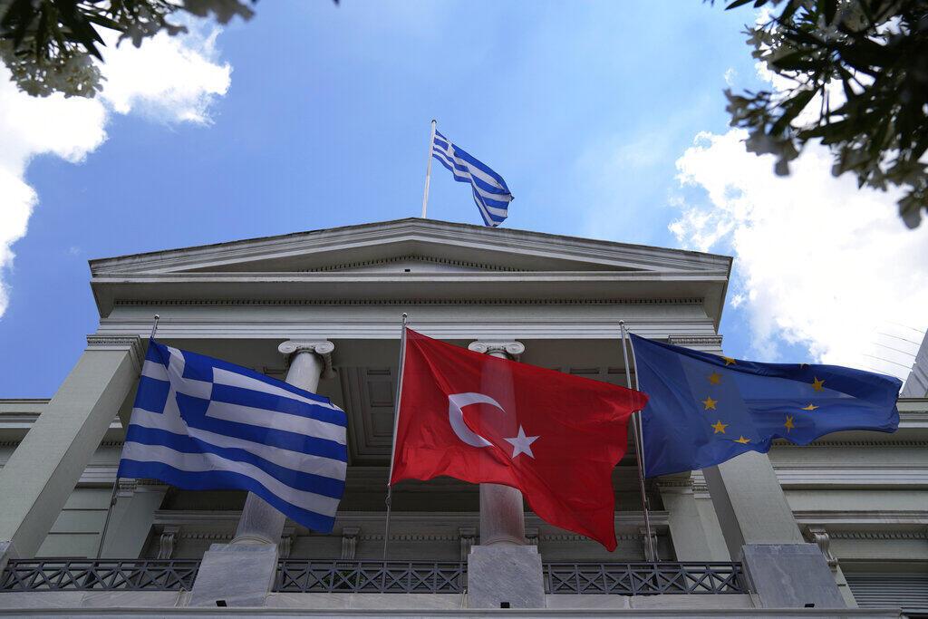 Le ministre turc des Affaires étrangères rencontre à Athènes le Premier ministre et le chef de la diplomatie grecs.