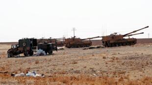 O exército turco perto da fronteira, na província de Sanliurfa, em 13 de outubro de 2019.