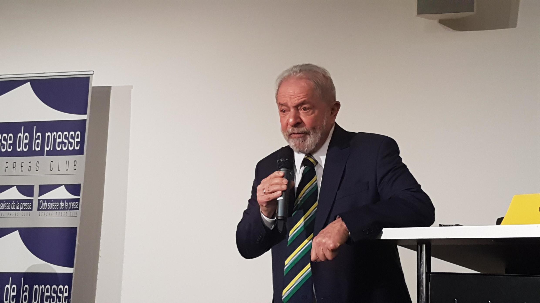 O ex-presidente Lula fala para plateia no Clube Suíço da Imprensa em Genebra, em 6 de março de 2020.