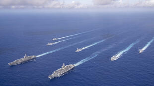 """美海軍""""羅斯福號""""和""""尼米茲號""""航母戰鬥群資料圖片"""