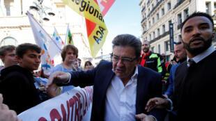 Jean-Luc  Mélenchon (c), le leader de La France insoumise, pendant la manifestation contre la loi Travail, le 12 septembre 2017, à Paris.