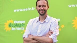 David Belliard pose après avoir été élu, samedi 1er juin, pour conduire la liste EELV aux municipales de 2020 à Paris.